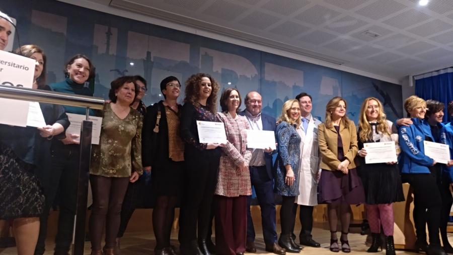 Recogida de reconocimiento especial en el V Foro de Pacientes con Cáncer. Febrero 2018